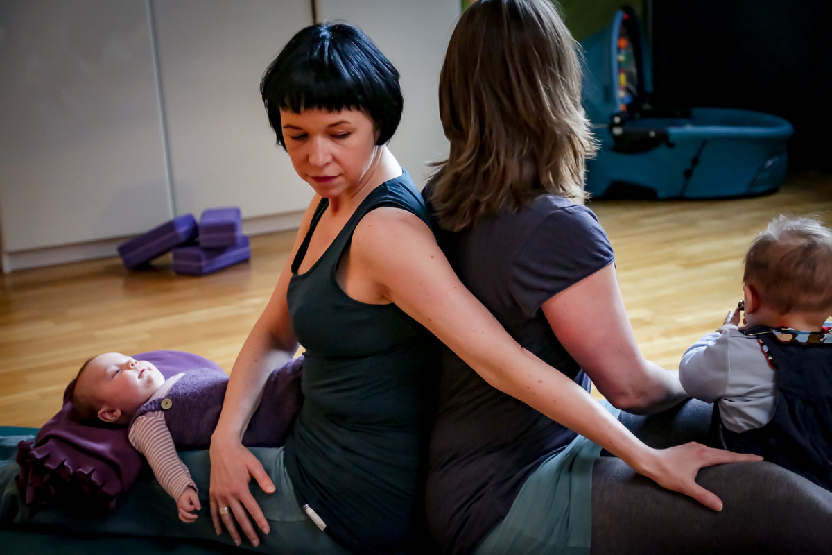 yogajieper-rueckbildungsyoga-hamburg-schnaze-drehsitzvariation-bharadvajasana