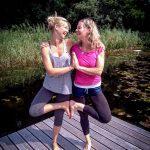 Kinderyoga und Akrobatik mit Kathy Bleeck und Christine Bachmann im Yogahof Lima 59